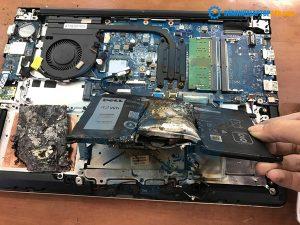 Hình ảnh máy laptop Dell 5568 bị hư hỏng nặng do nổ pin