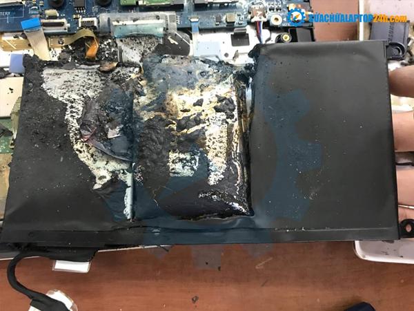 Pin laptop bị phồng lâu ngày dẫn đến nổ pin laptop