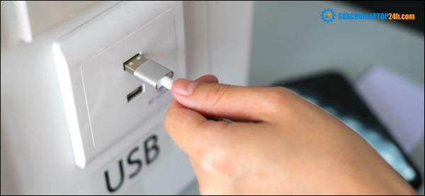 Cắm trực tiếp dây sạc USB có nguy cơ bị mất dữ liệu cá nhân